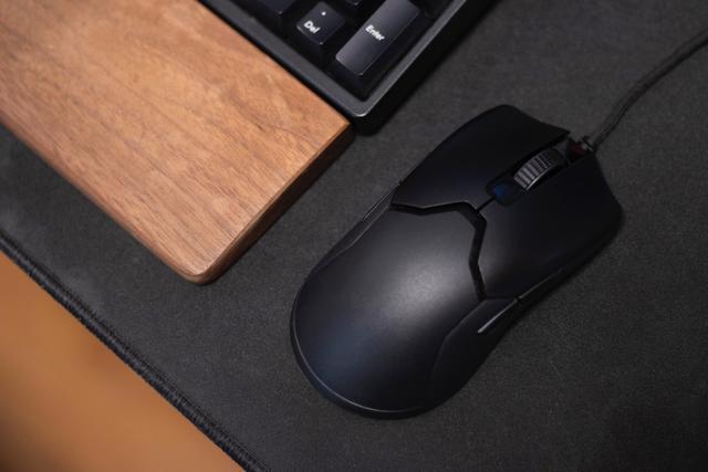 重仅69克的鼠标是否适合你?雷蛇 Viper 毒蝰游戏鼠标体验
