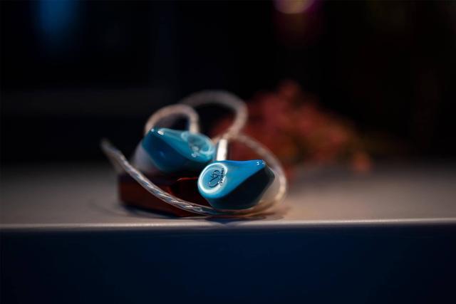 精致时尚之选 山灵圈铁耳机ME200体验
