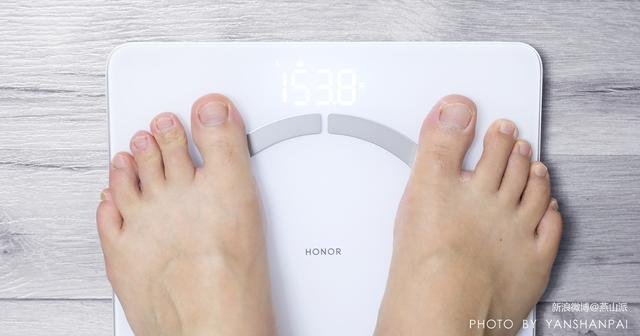 荣耀智能体脂秤2评测,14项人体关键指标究竟准不准?一测便知